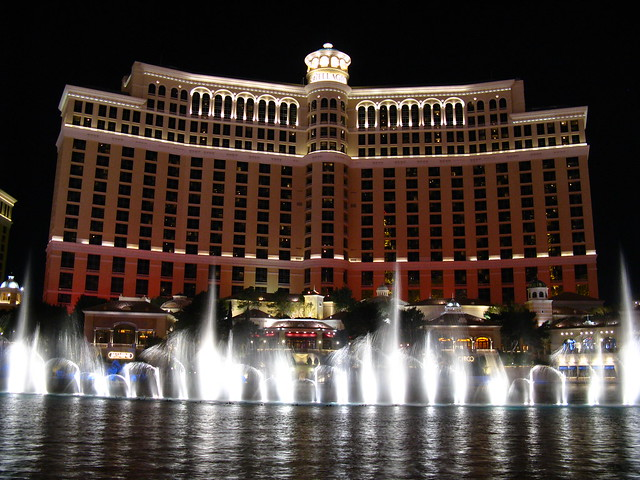 Fountains at bellagio las vegas explore mastery of maps for Garden statues las vegas nv