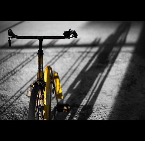 sunset blackandwhite bw bike canon cutout geotagged eos tramonto shadows decay rimini ombre giallo bici vignetting decline ef50mmf18ii decadence abbandono decadenza wane decadimento vignettatura coloreselettivo theauthorsplaza theauthorsclub