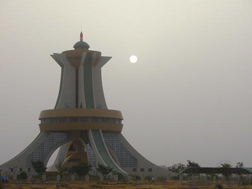 africa monument dusk dust ouagadougou burkinafaso afrique harmattan
