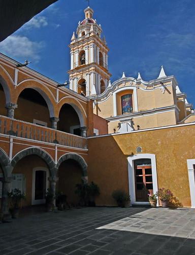 A08 Cholula museum courtyard