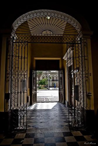 Puerta casa de los perros guadalajara jalisco mexico a for Puerta para perros
