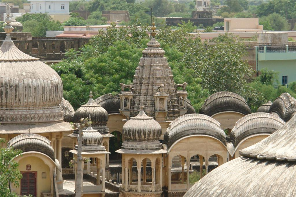 Templo en una localidad cercana a Mandawa Mandawa, La esencia rural de los Haveli - 4068923173 61e6f35cc4 o - Mandawa, La esencia rural de los Haveli