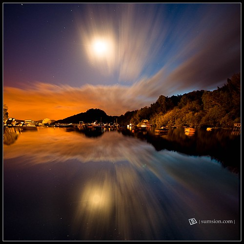 uk longexposure moon reflection night landscape scotland nikon tripod april 2009 nocturne lochlomond afterdark verticalpanorama sigma1020mm d90 sumsion nikond90 vertorama sumsioncom