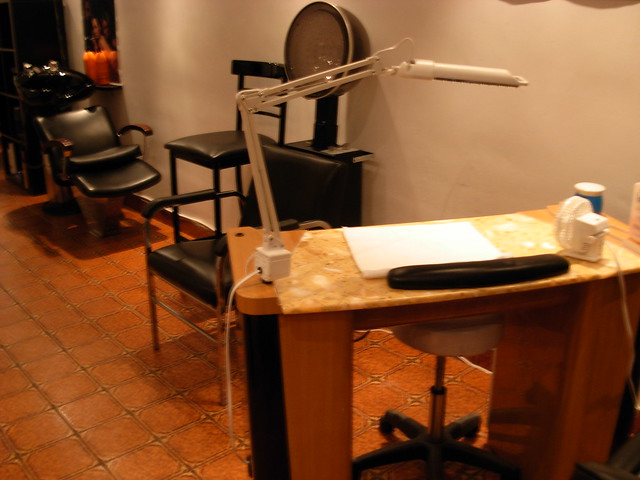 Nail tech table flickr photo sharing for Nail technician table
