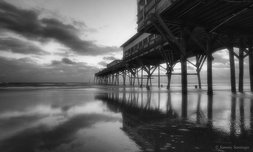 pier longexposure mar shadows waves sunglowpier daytonabeach florida morning blackandwhite digital volusiacounty canon5dmkii canonef1740mmf4l lightroomcc googlenikcollection colorefexpro4 sea clouds