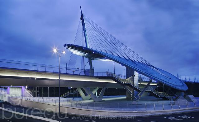 Metro canopy bridge flickr photo sharing for Bureau gallery manchester