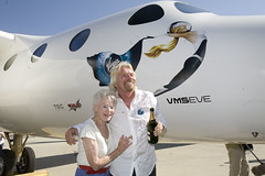 Sir Richard celebrates the roll out of VMS Eve with his mother, Eve. Mojave, July 08. Credit Mark Greenberg