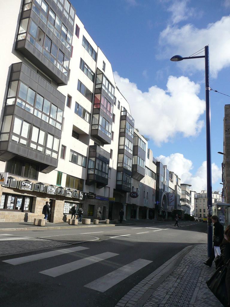 Rond-point des d\xe9port\xe9s et rue dupleix (en face du centre Leclerc)
