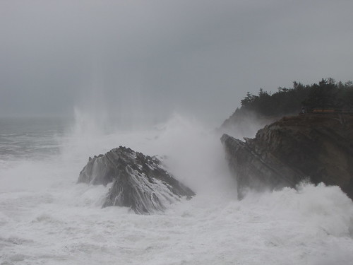 ocean statepark beach oregon wow coast rocks waves stormy cliffs oregoncoast powerful crashing turmoil crashingwaves forceofnature oceanspray shoreacres hugewaves