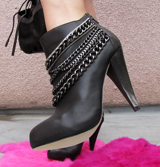 dolce-vita-boots-with-chains-2