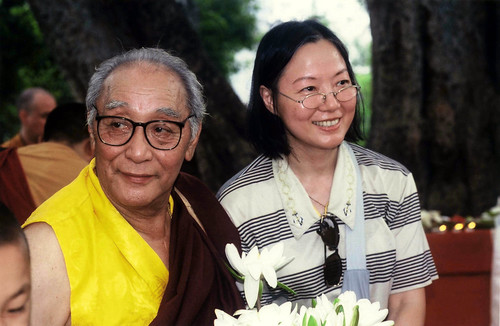 His Holiness Jigdal Dagchen Sakya with Shun Yue, a Hong Kong Buddhist who attended Lamdre-溫暖的心的人 深刻地 謙遜的 與 有智慧的 by Wonderlane