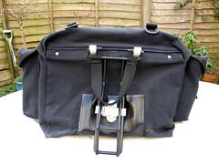 messenger bag(0.0), leather(0.0), bag(1.0), handbag(1.0), hand luggage(1.0), baggage(1.0),