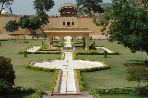 Pabellón Baradhari en la plaza del Palacio de Man Singh I fuerte amber, una de las siete maravillas de la india - 4142694599 611380b201 - Fuerte Amber, una de las siete maravillas de la India