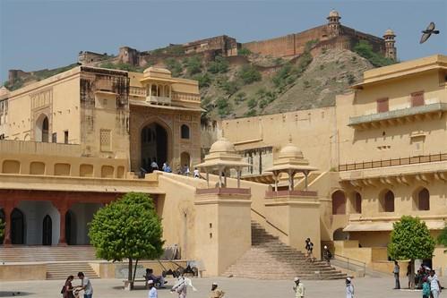 El interior del fuerte y palacio tiene edificios de todo tipo, arquitecturas, colores, formas, ... que hacen que el Amber Fort sea una de las maravillas de la India. fuerte amber, una de las siete maravillas de la india - 4142696131 8a5e392284 - Fuerte Amber, una de las siete maravillas de la India