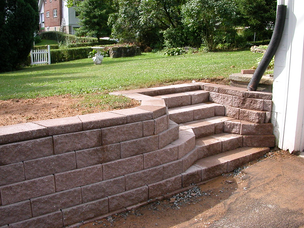 Landscaping Wall Steps : Retaining wall steps anchor block it s not