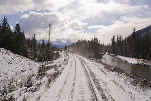 lake canada mountains rockies nikon britishcolumbia trains alberta rails rockymountains mountaineer canadianrockies rockymountaineer d40x andreaskoeberl
