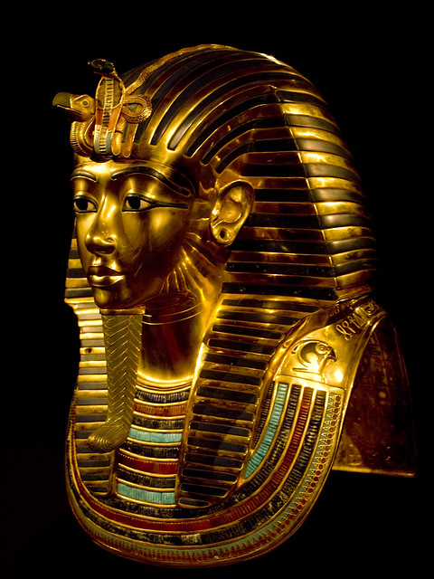 tutankhamun gold mask Discovery tutankhamun's burial chamber was found at the theban necropolis in the valley of the kings in 1922 and opened in 1923 it would be another two years before the excavation team, led by the english archaeologist howard carter, was able to open the heavy sarcophagus containing tutankhamun's mummyon 28 october 1925, they opened the innermost of three coffins to reveal the gold mask.