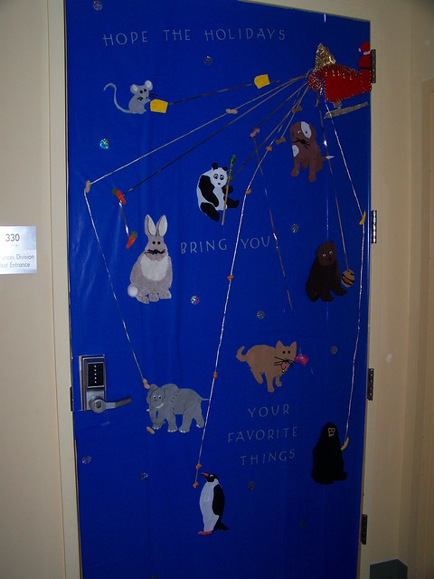 2009 holiday door decorating contest flickr photo sharing