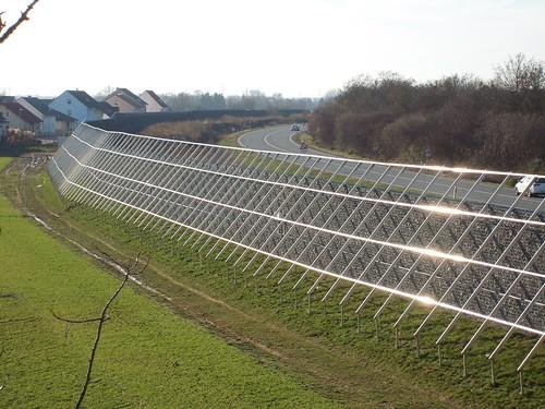 Unterkonstruktion der Photovoltaikanlage an der Lärmschutzwand