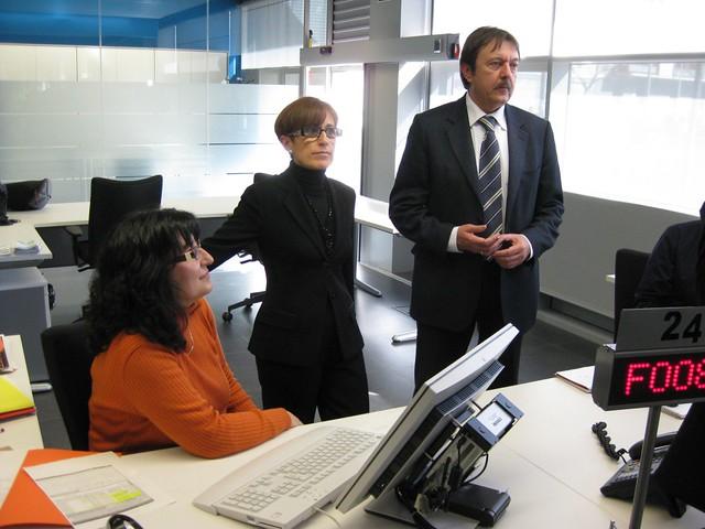 La consellera de treball acompanyada de l alcalde de for Oficina de treball