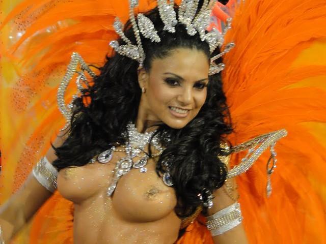 Topless Samba 109