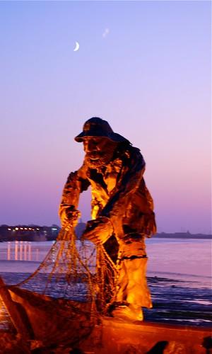 ocean california light sunset sky moon northerncalifornia statue gold harbor fisherman purple pacific pacificocean eureka humboldtcountycalifornia oldsaltydog