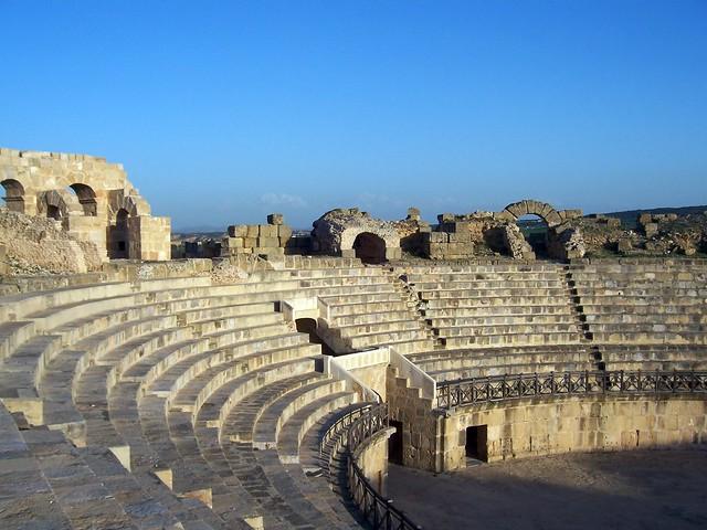 Amphitheatre, Uthina