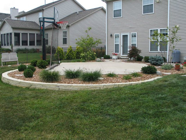 Dream backyard basketball court flickr photo sharing for Small basketball court