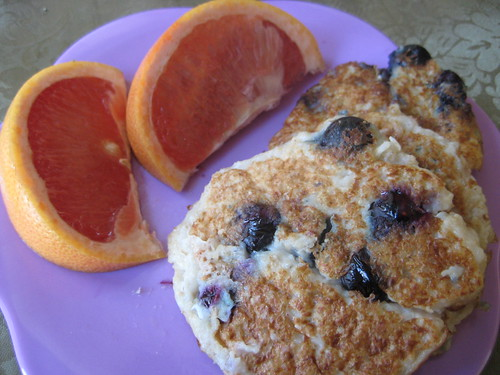 blueberry oatmeal pancakes + grapefruit - 1/31/10