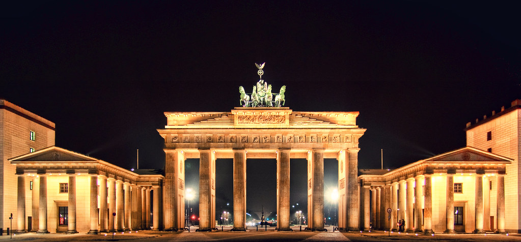 brandenburg gate by night