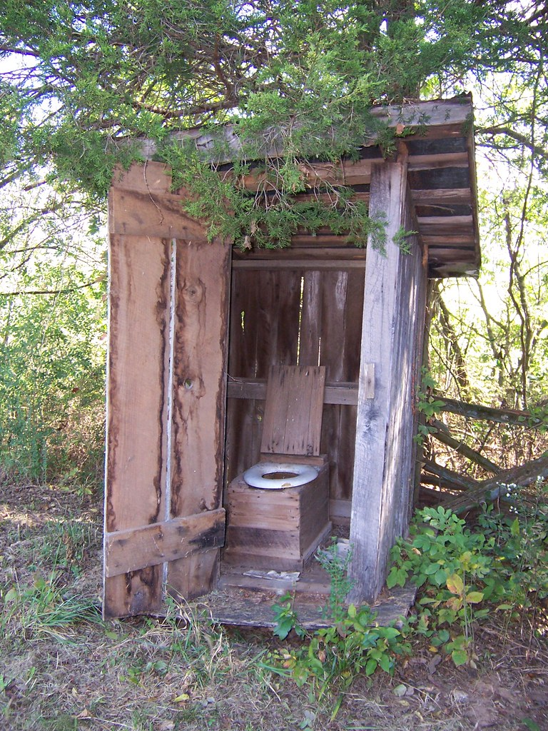 Middle Tennessee Abandoned Outhouses An Old Outhouse At