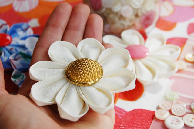 Making kanzashi