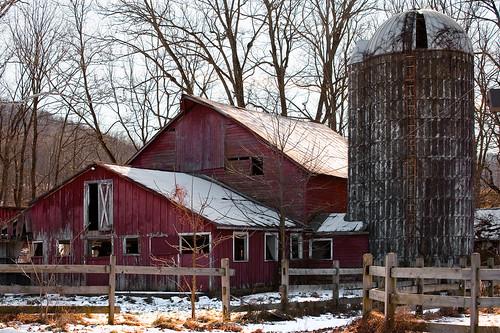 winter snow abandoned barn fence newjersey ruins haiku farm nj sile warrencounty