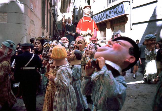 Gigantones del Corpus en Toledo en 1967. Fotografía de John Fyfe
