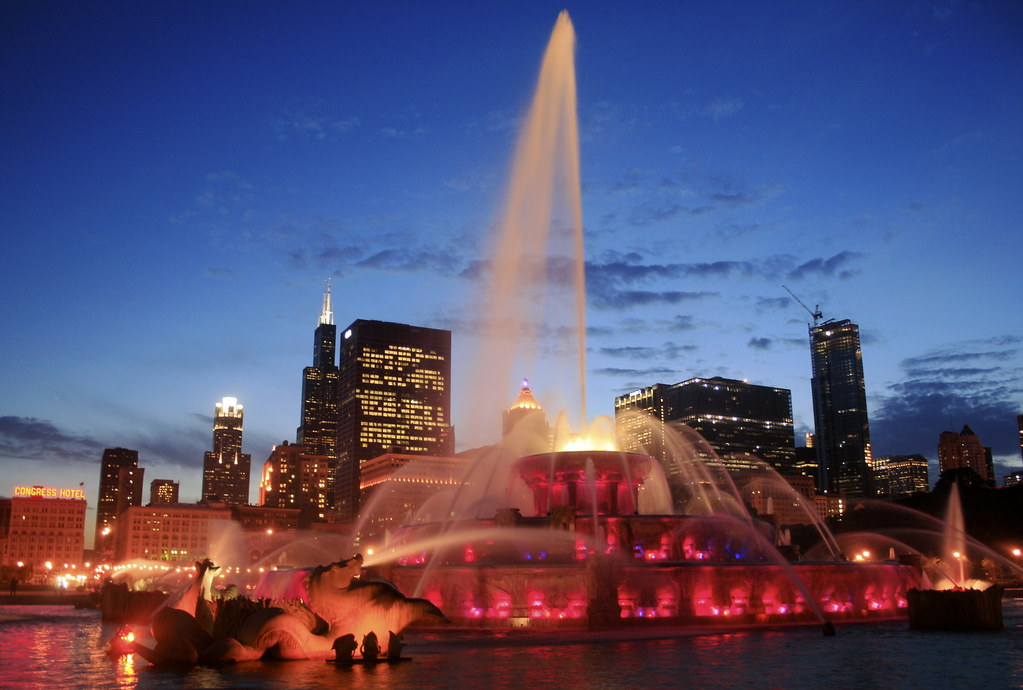 Chicago skyline behind the Fountain