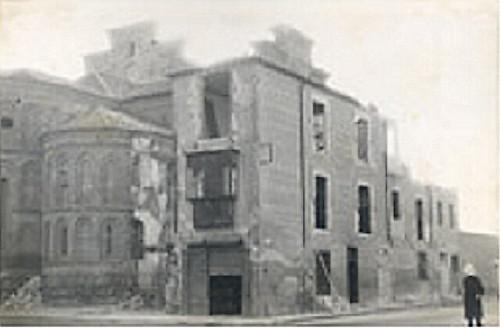 Viviendas adosadas a la Iglesia de Santiago del Arrabal antes de ser demolidas
