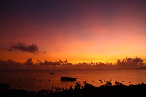 ocean pink red sea orange nature silhouette yellow clouds sunrise dark island meer wasser mood silent ships horizon natur indianocean shoreline wolken boote lila insel gelb coastline seychelles sonnenaufgang horizont aaa schiffe dunkel stimmung küste violett bbb praslin seychellen ozean ruhig indischerozean ansevolbert pinkhour mangolodge leinwandauswahl