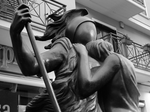 leica italy statue europa europe italia sculture sculptures calabria cosenza giorgiodechirico kalsa ettoreeandromaca mariaadelaidemondini mamondini carlofbilotti