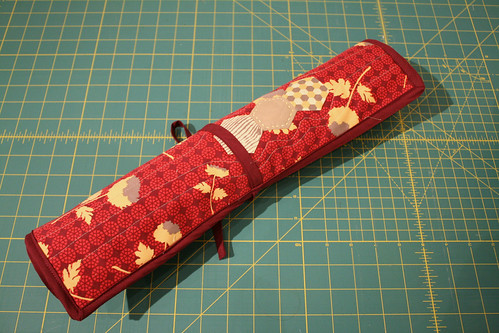 Quilted Knitting Needle Case Pattern : The charming needle quilted case for knitting needles