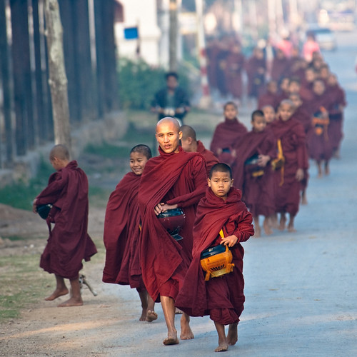 Train of monks - Inle Lake