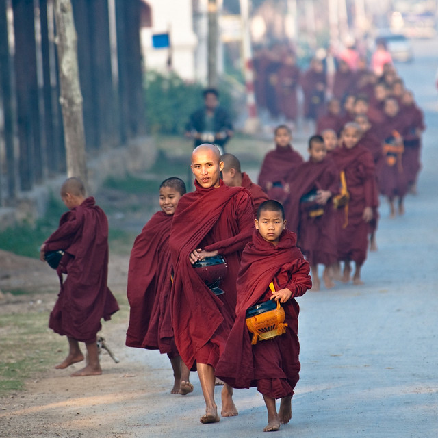 Train of monks - Inle Lake