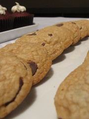 chocolate chip cookie, peanut butter cookie, baking, oatmeal-raisin cookies, baked goods, cookies and crackers, snickerdoodle, food, dessert, cookie, snack food,