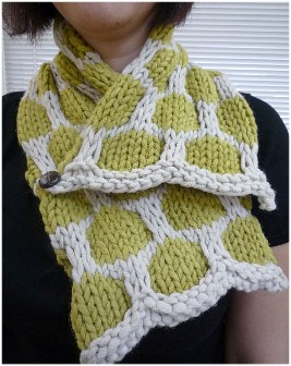 Free Crochet Pattern - Honeycomb Lattice Button Cowl from