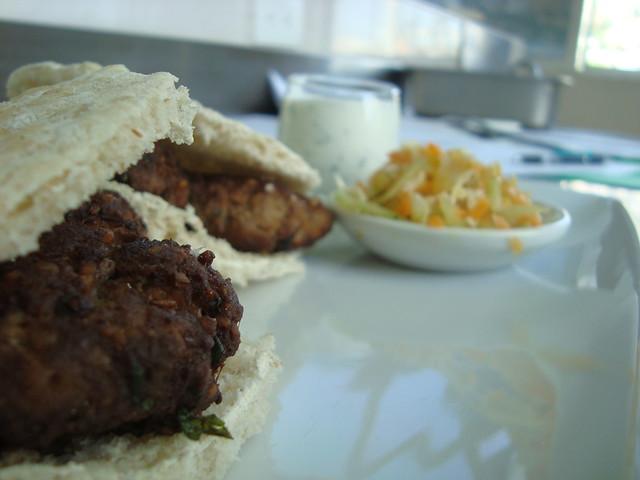 Falafel mixto, tzatziki y ensalada de repollo | Flickr - Photo Sharing ...