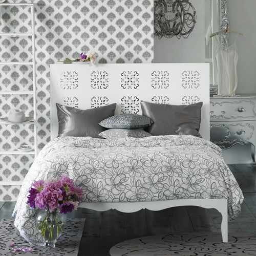 photo white and silver bedroom