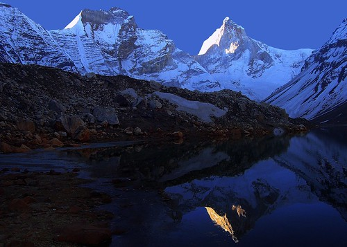 india mountain lake reflection sunrise landscape dawn peak holy sacred uttaranchal loch himalaya immortal reflexion soe morn garhwal lopamudra uttarakhand bej kedartal thalaysagar bhrigupanth overtheshot thalaisagar