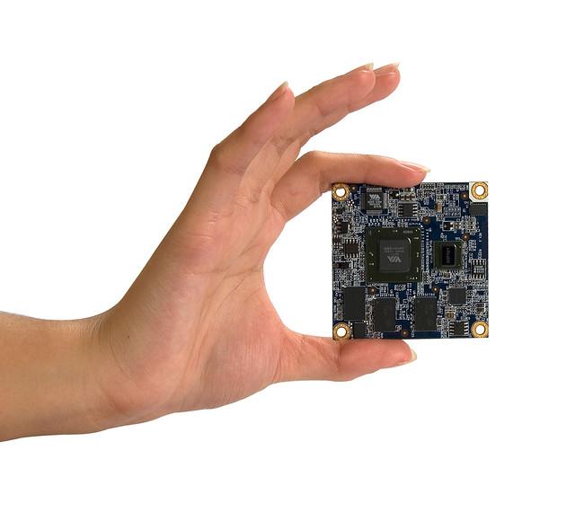 Mobile-ITX CPU Module-Hand-5