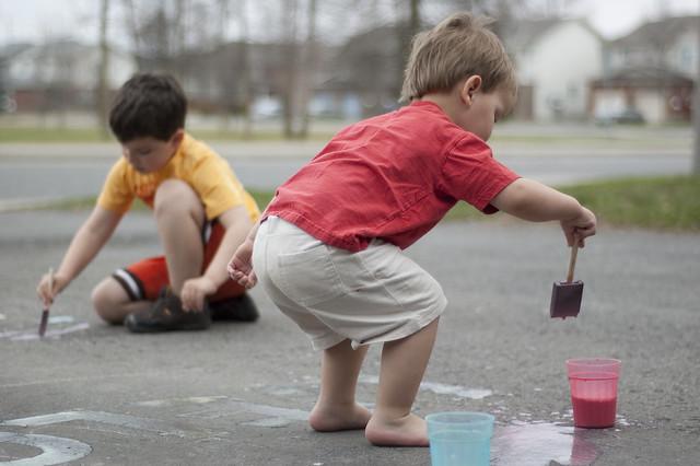 人行道上的粉笔漆的乐趣(6之2)