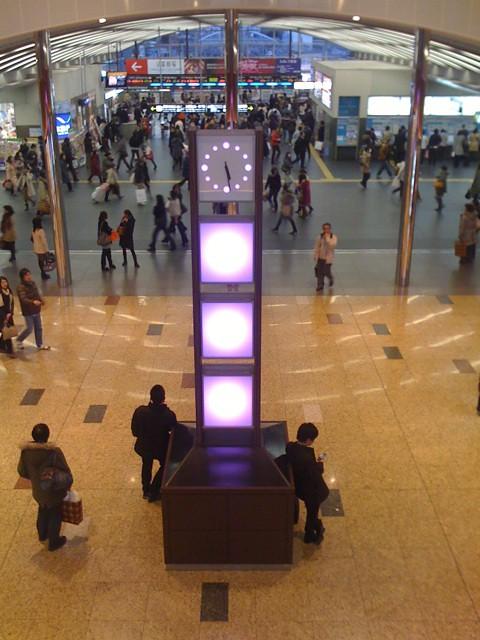京都駅の待ち合わせ:西口改札(2階)正面の「時の灯」(ときのあかり)