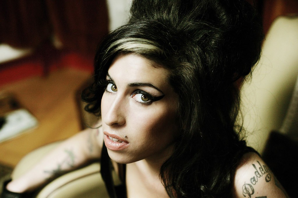 Amy Winehouse volta aos palcos